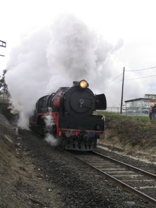R707 emerging from Geelong Tunnel on Marshall trip. 10/08/2008. S.Temple.